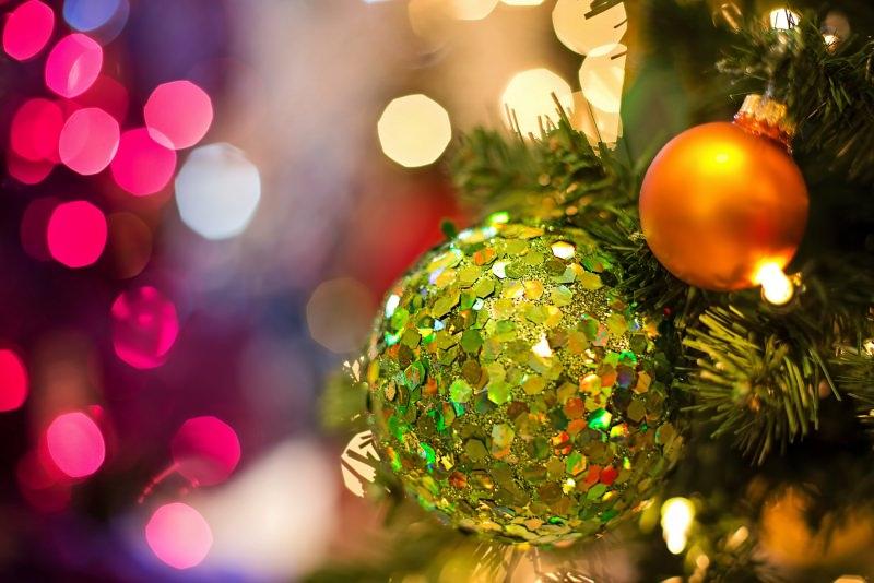 Natale 2018 | Addobbi natalizi| Idee | Colori | Decorazioni palline verde smeraldo arancione luci