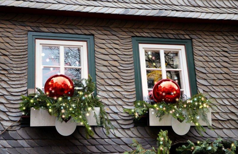 finestre addobbi rosso casa decorazioni natale luci