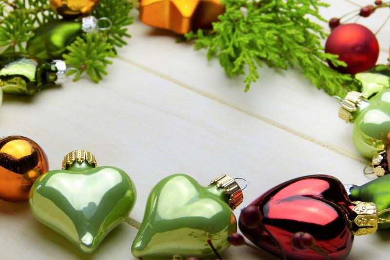 Come preparare il Natale in anticipo, da settembre/ottobre decorazioni natalizie palle cuore