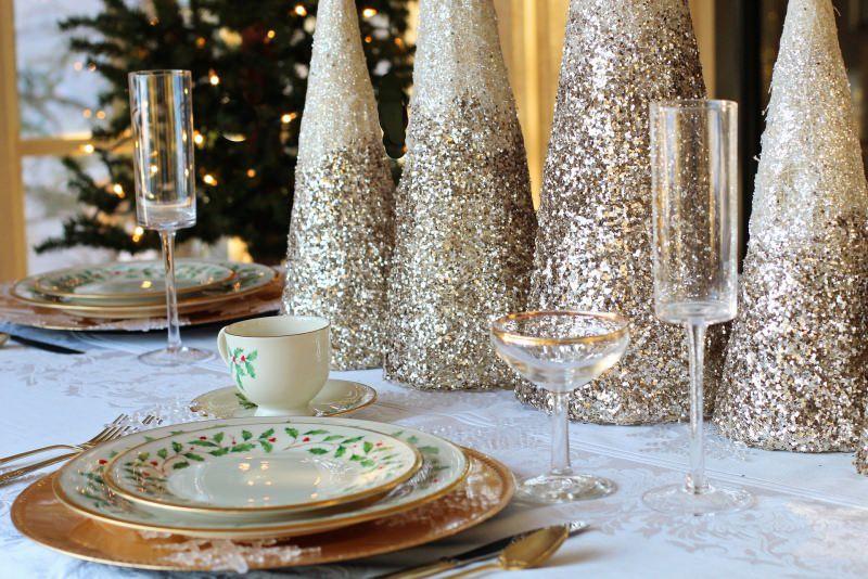 tavola apparecchiata festa fine anno natale