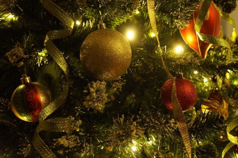 decorazioni natale albero oro verde rosso