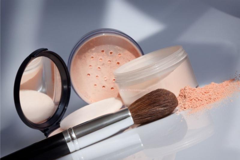 vasetto cipria in polvere astuccio compatta specchio pennello trucco make-up