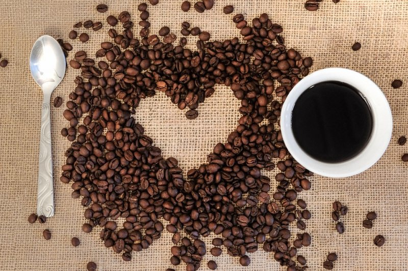 tazzina caffè chicchi cucchiaino sacco iuta