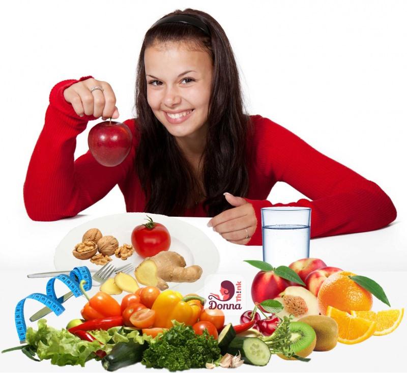 Le regole base da cui partire per integrare una dieta equilibrata donna frutta verdura zenzero noci