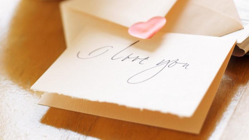 Quale regalo fare per San Valentino per lui e per lei lettera d'amore carta pergamena scritta I love you cuore rosso