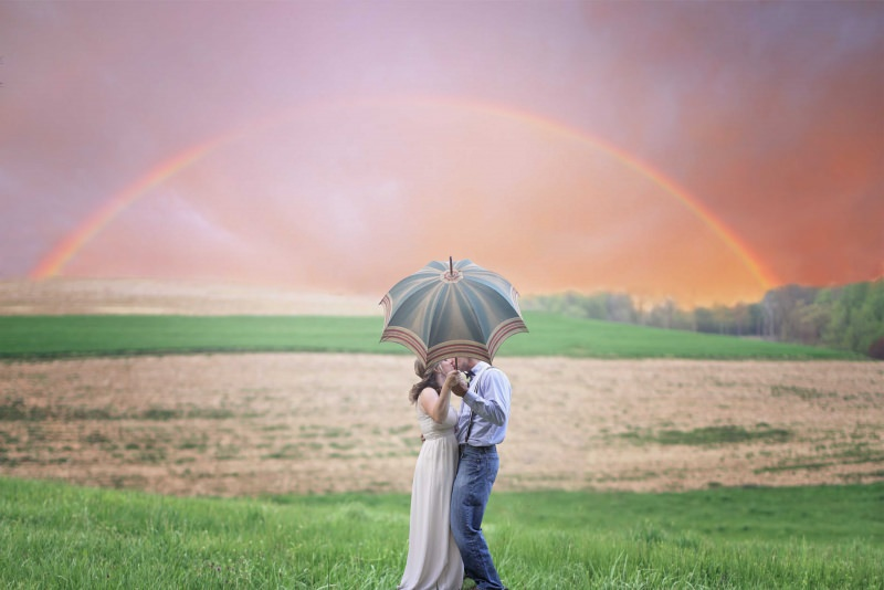 arcobaleno coppia uomo donna prato fiori ombrello armonia