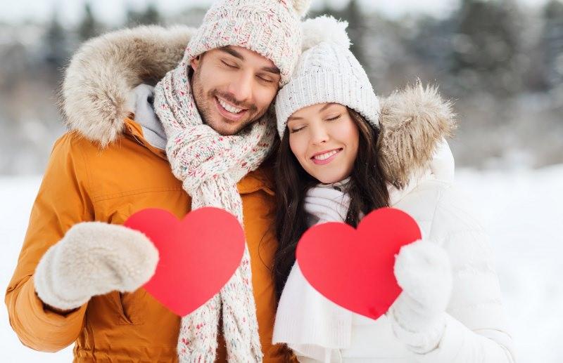 coppia uomo donna innamorati felici cuori san valentino