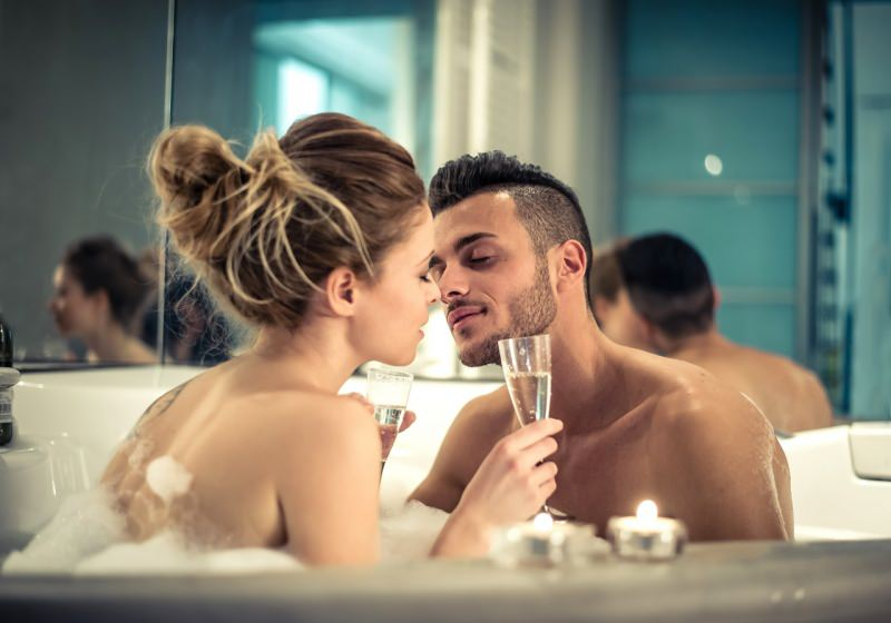 innamorati bacio SPA relax