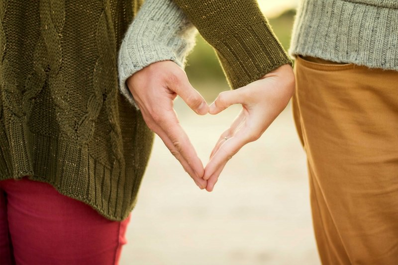 mani coppia cuore rapporto relazione