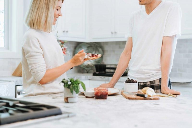 coppia rapporto colazione mattino