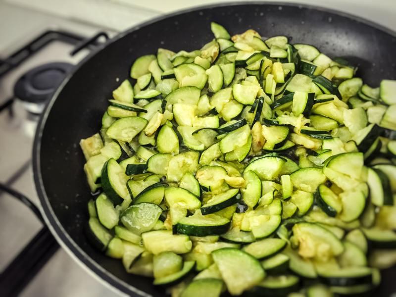 padella con zucchine cottura