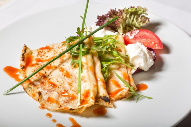 crêpes salate con pomodori crema formaggio erba cipollina rucola
