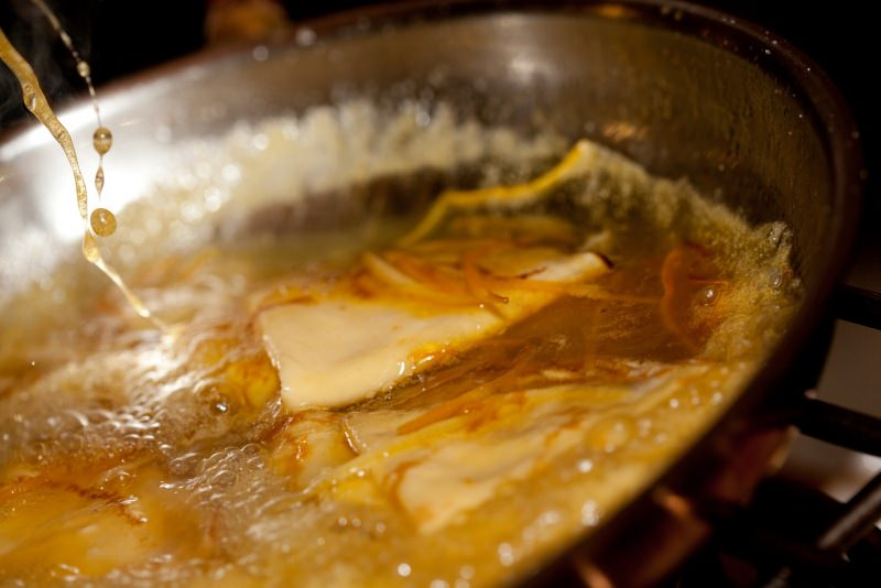 crêpes in padella succo arancia liquore padella flambare