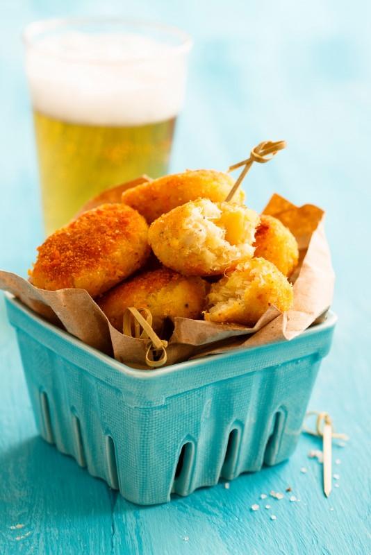 crocchè di patate fritte bicchiere birra