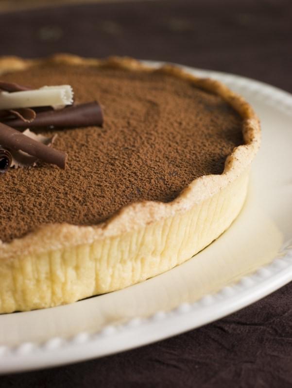 crostata con mousse cioccolato fondente cacao amaro cioccolato bianco