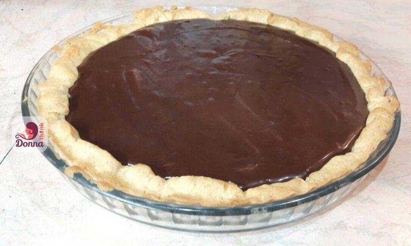crostata con mousse cioccolato fondente pronta