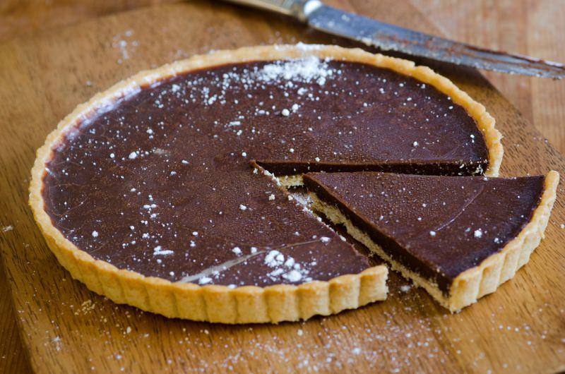 crostata cioccolato fondente fetta