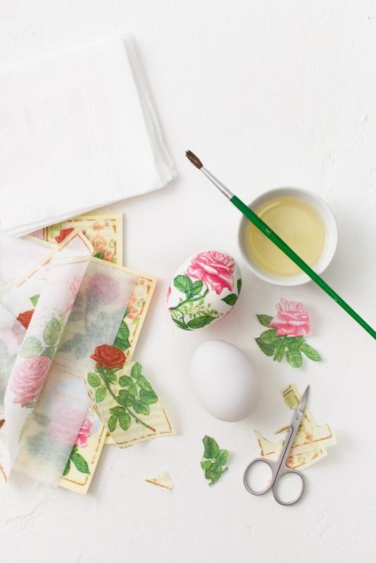 decorazione uovo pasqua decoupage tovaglioli rosa forbincine