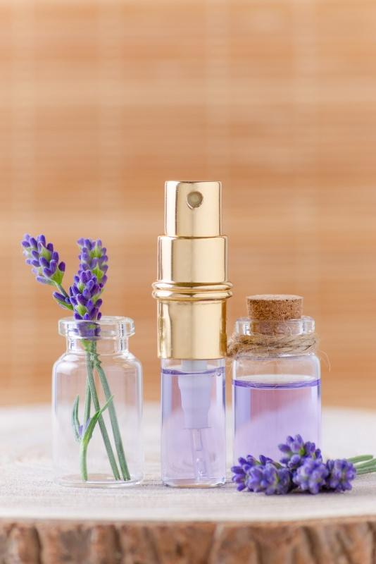 deodorante fai da te spray alla lavanda e limone fiori base tronco albero