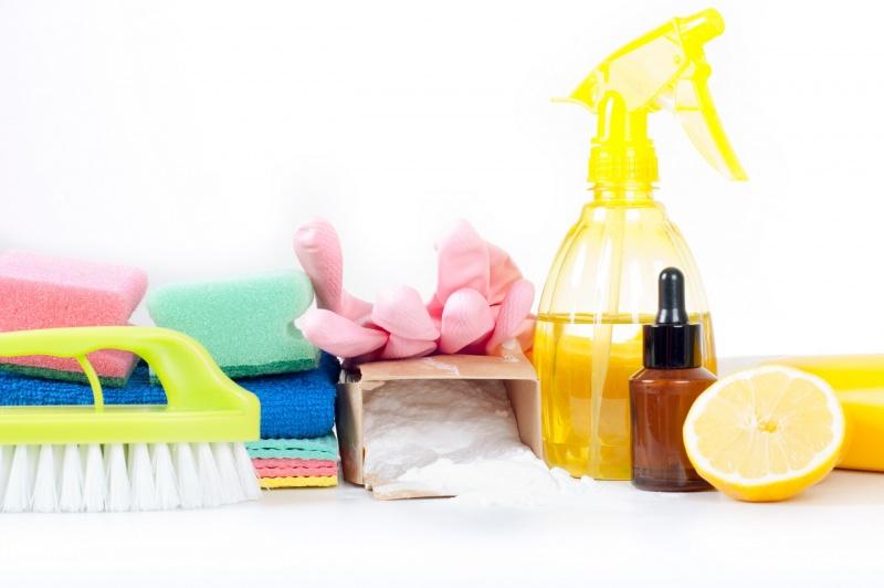 prodotti pulizia oli essenziali spazzola panni limone bicarbonato