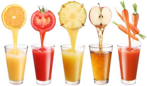 dieta detox rimodellante centrifugati frullati spremute arancia pomodoro ananas mela rossa carota bicchieri vetro
