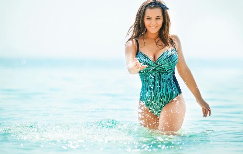 donna curvy costume da bagno moda mare estate