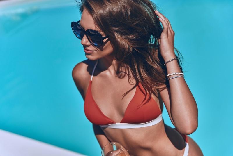 donna bellisisma in bikini costume da bagno estate moda mare