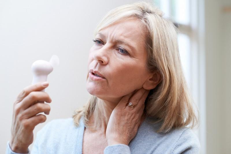 donna matura problema vampata calore mini ventilatore