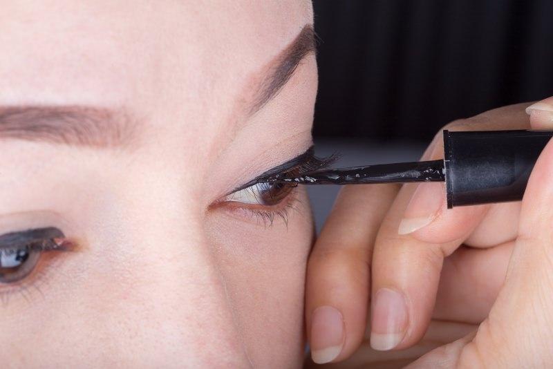 make-up eyeliner nero liquido trucco occhi