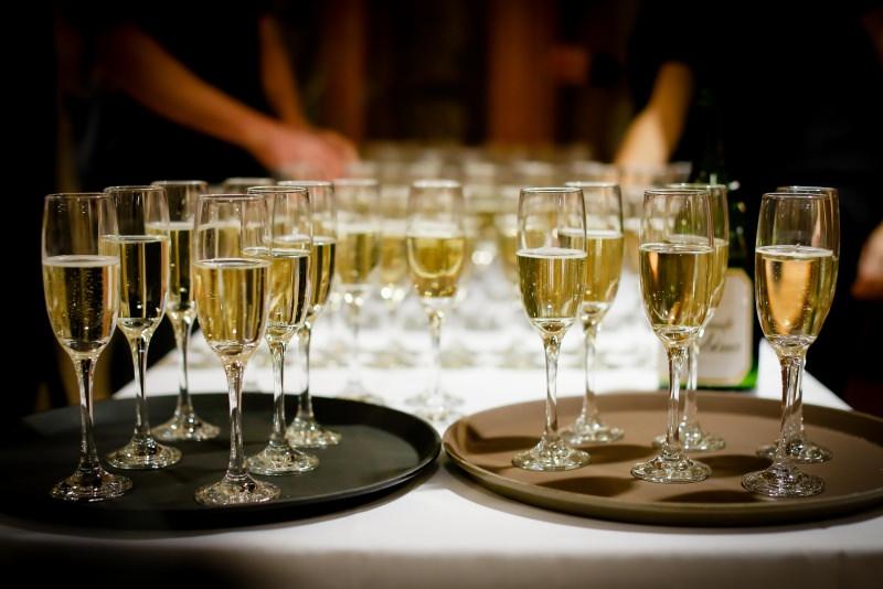 Il giusto vino per il dolce flûte sparkling wine vassoio spumante