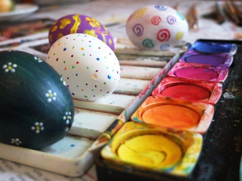 foto libero Pixabay come dipingere uova di Pasqua colori vernice pennelli