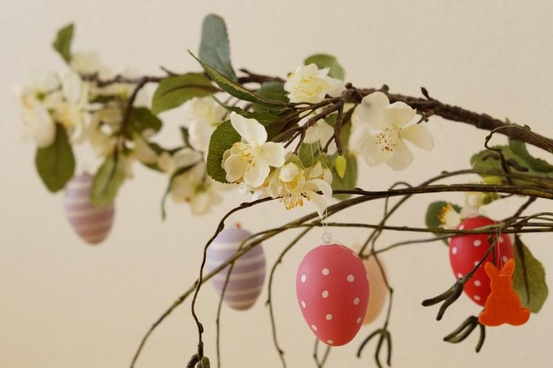 uova albero Pasqua ramo fiori foto libera Pixabay