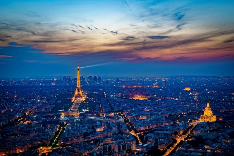 Parigi Ville Lumière notte Viaggiare ad aprile, dove andare? Le migliori mete di viaggio per il Ponte di Pasqua.
