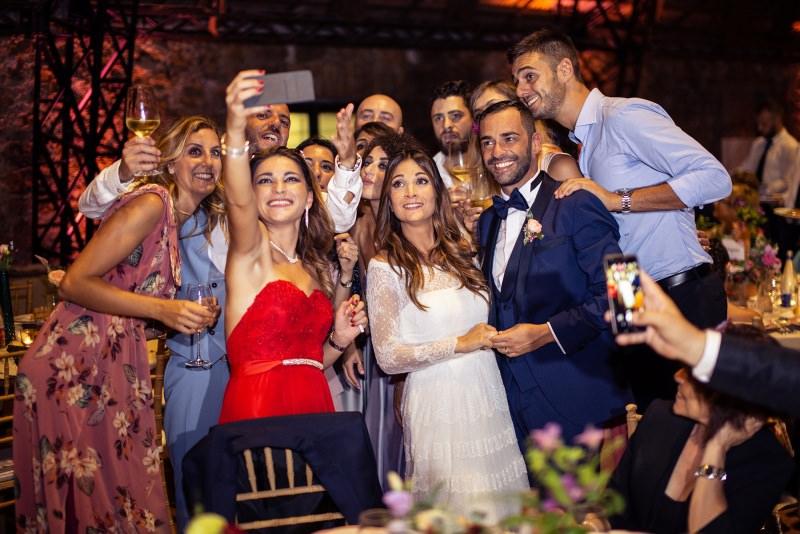 foto di gruppo matrimonio selfie brindisi