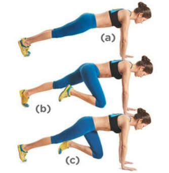 Come fare a casa esercizi fisici al mattino per dimagrire mountain climber allenamento gambe braccia leggins corti azzurri top nero donna capelli castani lisci legati chignon scarpe ginnastica gialle fitness