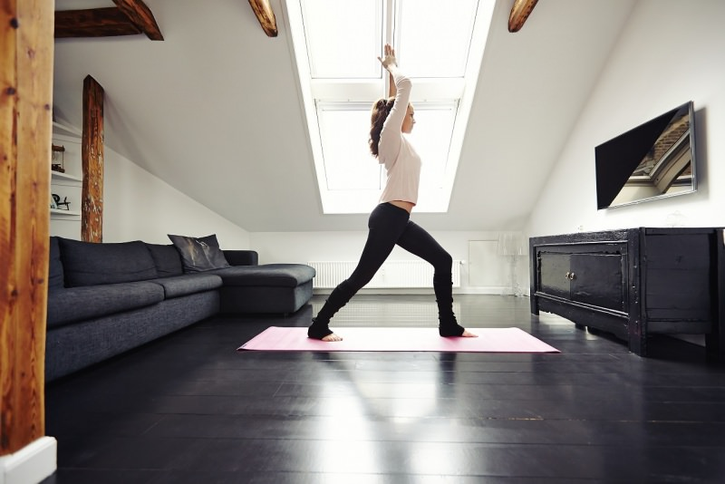 esercizio fisico a casa fitness donna
