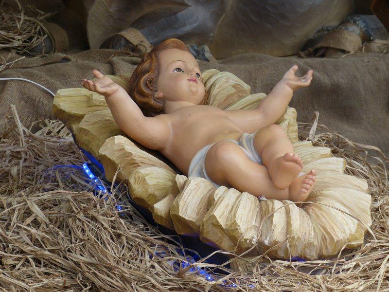 Perché fare il Presepe di Natale: significato, storia e tradizioni Gesù Bambino mangiatoia paglia