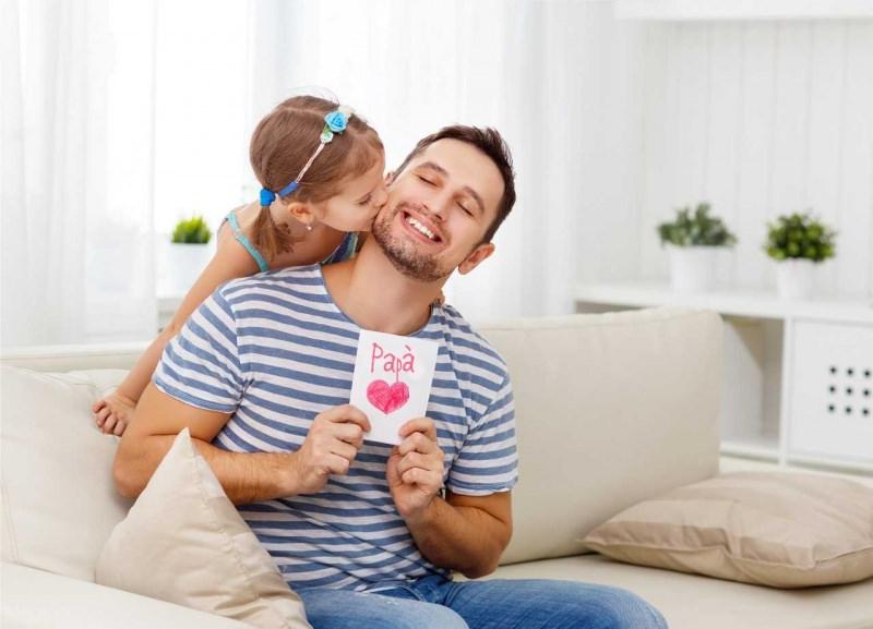 festa del papà figlia bacio biglietto auguri