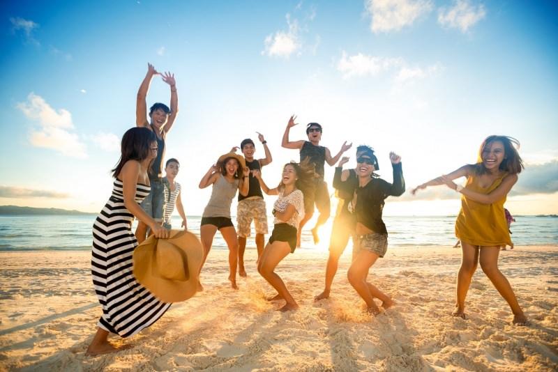 gent allegra festa spiaggia abiti estivi mare estate