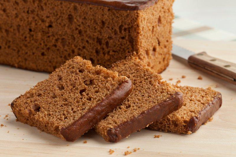 torta morbida spugnosa fette cioccolato