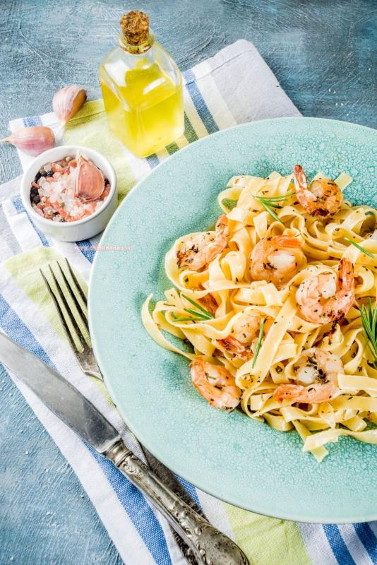 primo piatto pronto pasta fettuccine gamberi aglio limone olio oliva