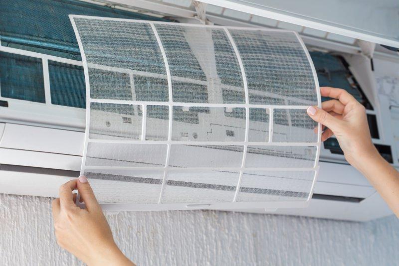 filtro sporco condizionatore d'aria pulizia