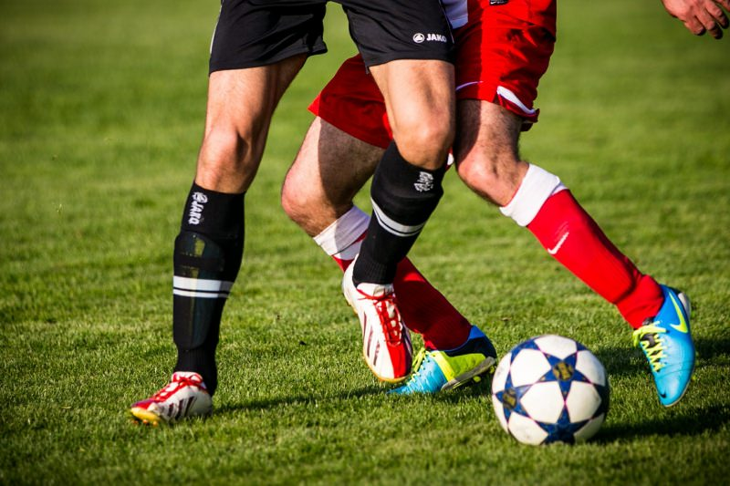 Le migliori idee regalo per la Festa del papà gioco calcio scarpe pallone prato