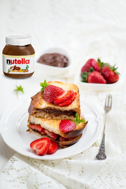 french toast fragole nutella colazione tavola piatto dessert