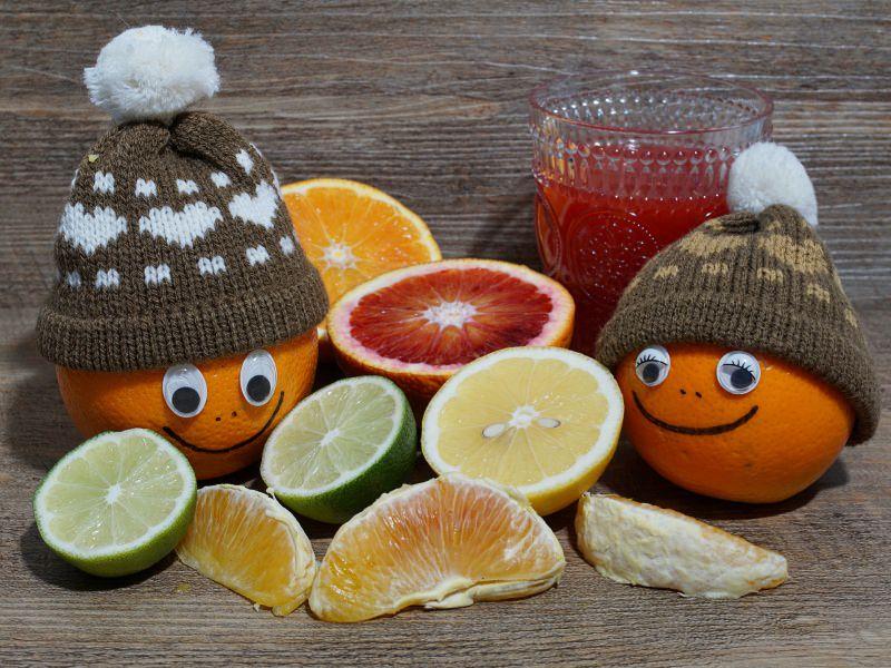 Bambini: i primi 5 cibi anti freddo che aiutano a combattere il raffreddore e l'influenza agrumi arancia limone berretti lana