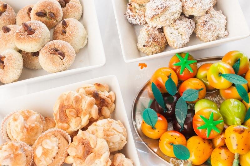 frutta martorana e dolcetti di mandorla zucchero