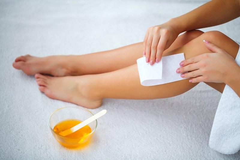depilazione gambe donna ceretta a caldo cera