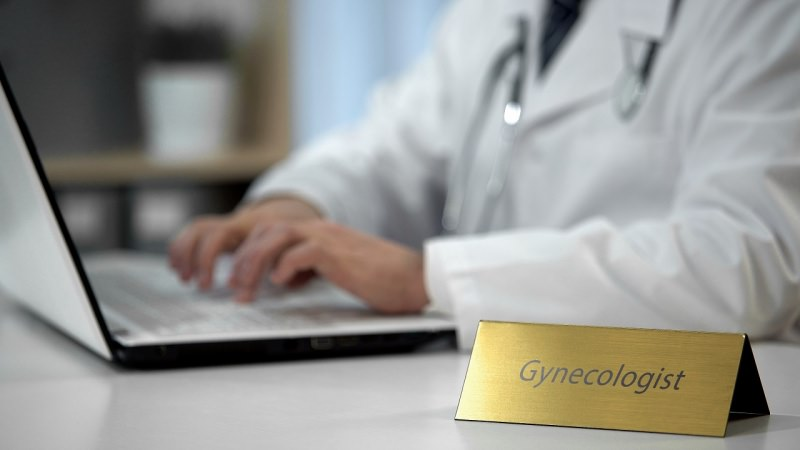 ginecologo dottore online gynecologist