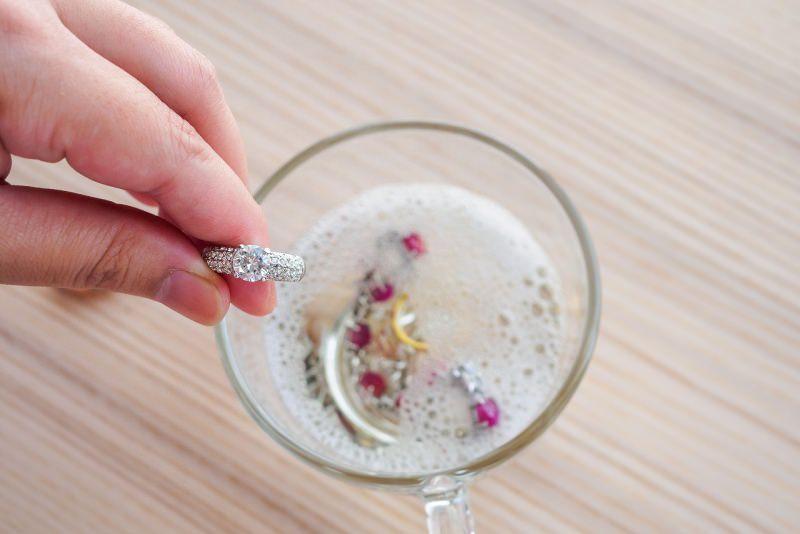 pulizia gioielli oro gemme prezione brillante diamante ciotola alcol