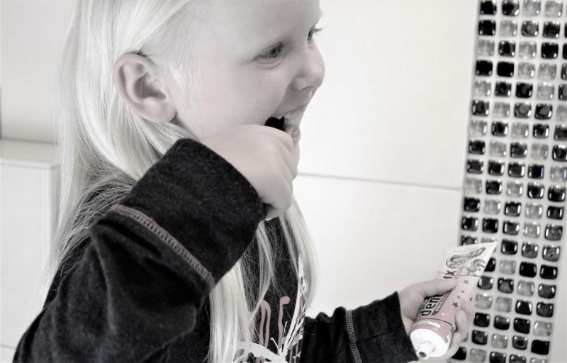 igiene dentale bambini spazzolino dentifricio